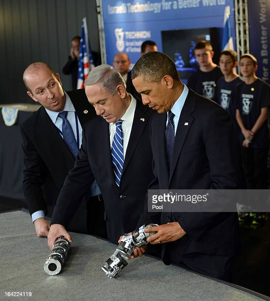S President Barack Obama and Israeli Prime Minister Benjamin Netanyahu view a robotic snake used in search and rescue at an Israeli technology...