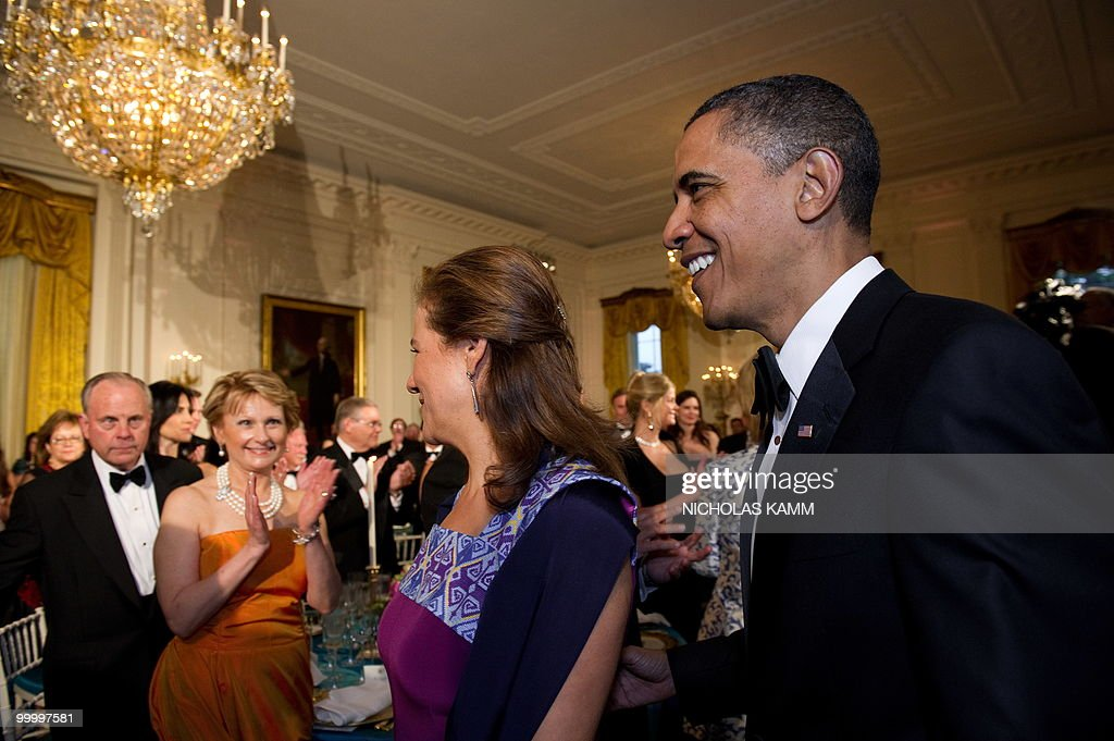 US President Barack Obama and Mexican First Lady Margarita Zavala enter the East Room of the White House for a state dinner in honor of Mexican President Felipe Calderon in Washington on May 19, 2010. AFP PHOTO/Nicholas KAMM