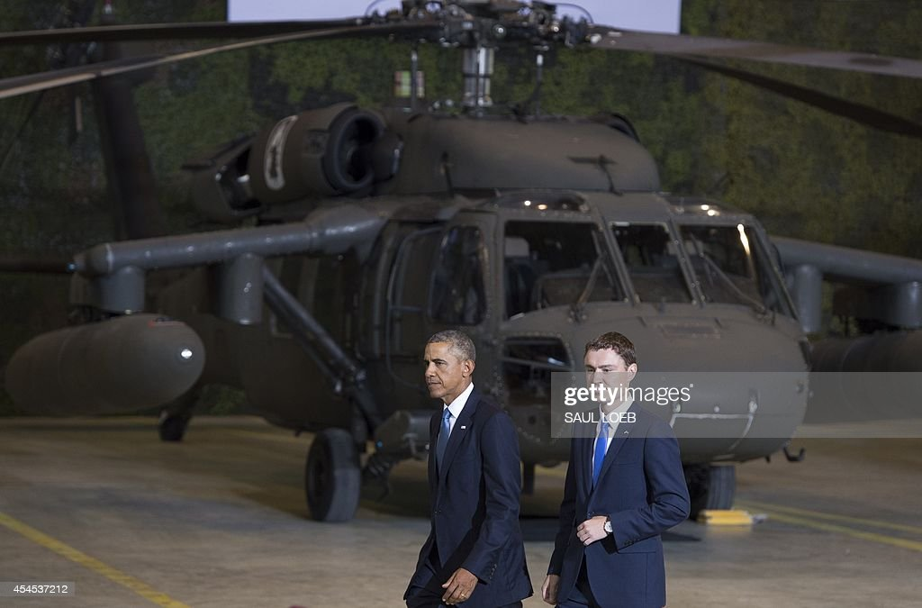 US President Barack Obama (L) and Prime Minister Taavi Roivas of Estonia leave after speaking to US and Estonian members of the military at a hangar at Tallinn Airport in Tallinn, Estonia, September 3, 2014. US President Barack Obama underscored Washington's commitment to the security of NATO allies, announcing additional US planes to police the skies over Europe's eastern flank bordering Russia.