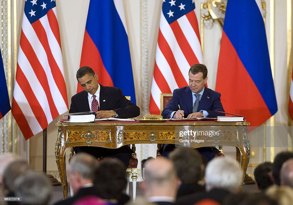 US And Russia Sign Historic Arms Deal : Nachrichtenfoto