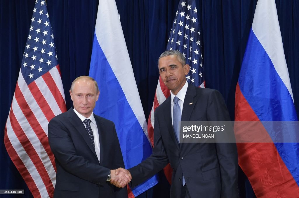 US President Barack Obama and Russia's President Vladimir Putin shake hands while posing for a photo ahead of a bilateral meeting on the sidelines of the 70th session of the UN General Assembly at the United Nations headquarters on September 28, 2015 in New York. AFP PHOTO/MANDEL NGAN / AFP PHOTO / Mandel NGAN