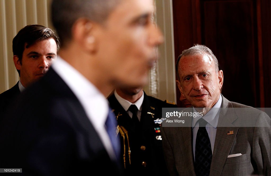 President Barack Obama (C) and Sen. Arlen Specter (D-PA) (R) attend a reception in honor of Jewish American Heritage Month May 27, 2010 in the East Room of the White House in Washington, DC. The reception was to celebrate Jewish American heritage and its contributions to American culture.