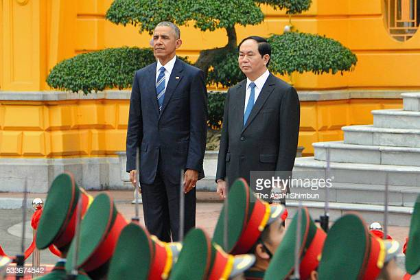 US President Barack Obama and Vietnamese President Tran Dai Quang attend the welcome ceremony at the Presidential Palace on May 23 2016 in Hanoi...