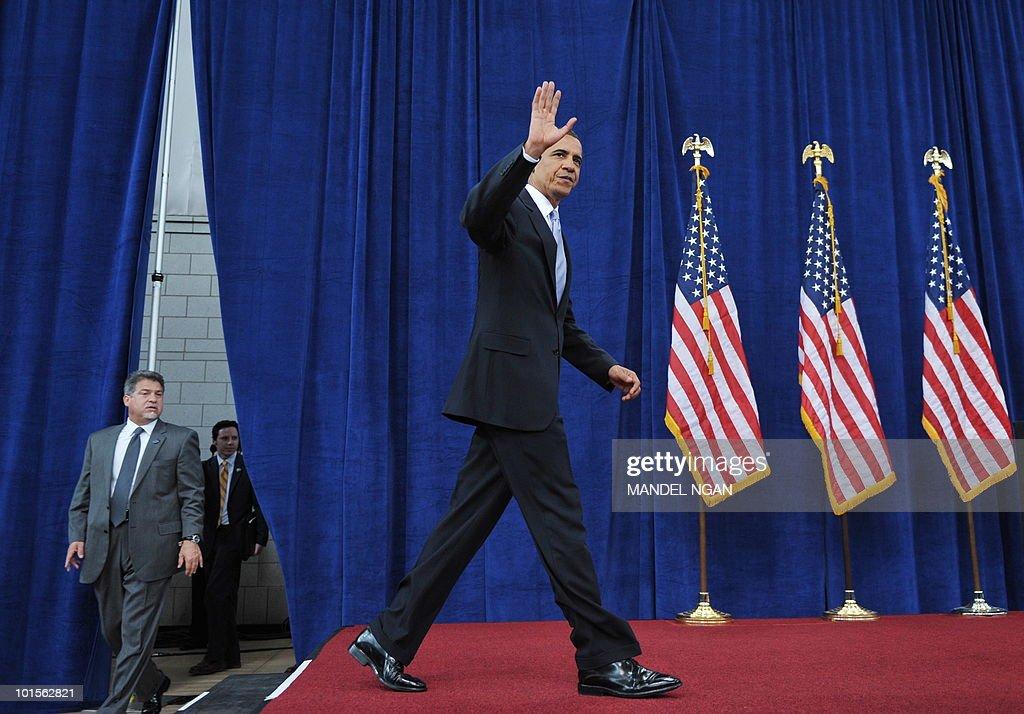 US President Barack Obama arrives to speak on the economy June 2, 2010 at Carnegie Mellon University in Pittsburgh, Pennsylvania. AFP PHOTO/Mandel NGAN