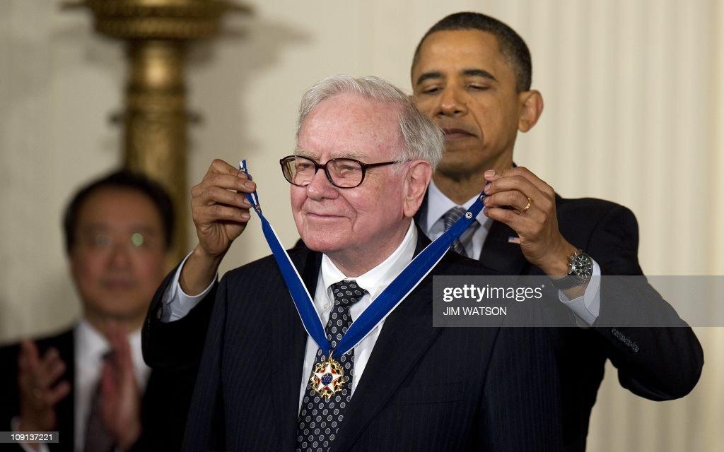 US President Barack Obama awards the 201 : News Photo