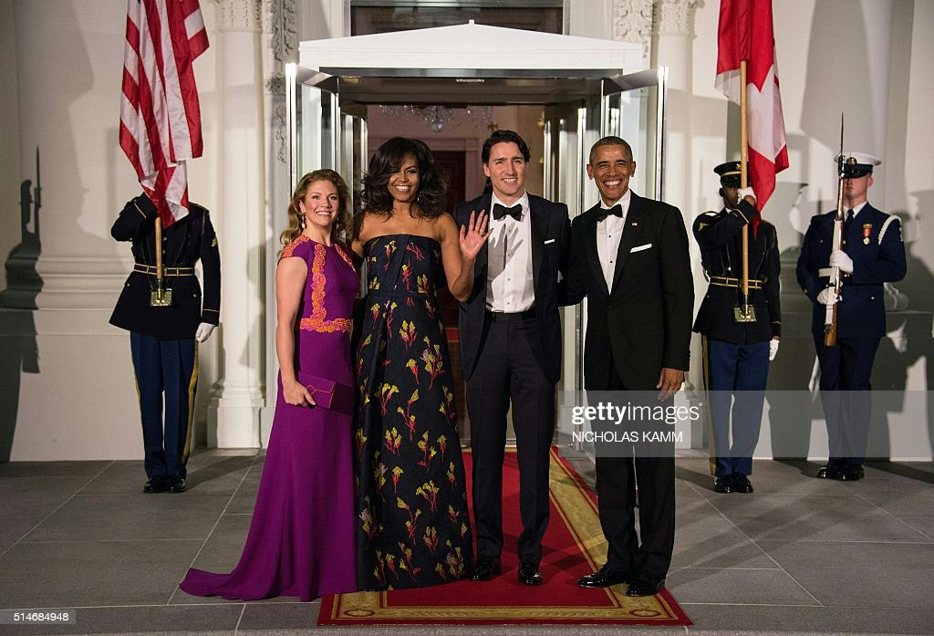 US President Barack Obama (R), Canadian Prime Minister Justin Trudeau (2nd R) and their wives Michelle Obama (2nd L) and Sophie Gregoire Trudeau (L) pose upon the Trudeau's arrival for a State Dinner in their honor at the White House in Washington, DC, on March 10, 2016. / AFP / Nicholas Kamm