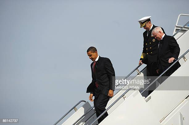 US President Barack Obama Defense Secretary Robert Gates and Chairman of the Joint Chiefs of Staff Admiral Mike Mullen step off Air Force One...