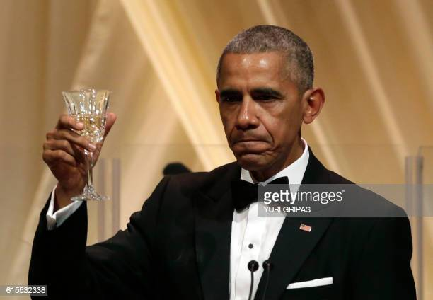 US President Barack Obama delivers a toast during the State Dinner with Italian Prime Minister Matteo Renzi at the White House in Washington on...
