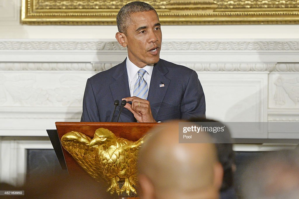 Obama Hosts Dinner Celebrating Ramadan : News Photo
