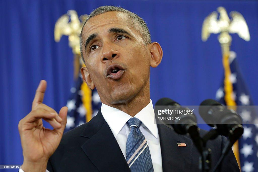 US President Barack Obama delivers remarks about education at Benjamin Banneker Academic High School in Washington,DC on October 17, 2016. / AFP / YURI
