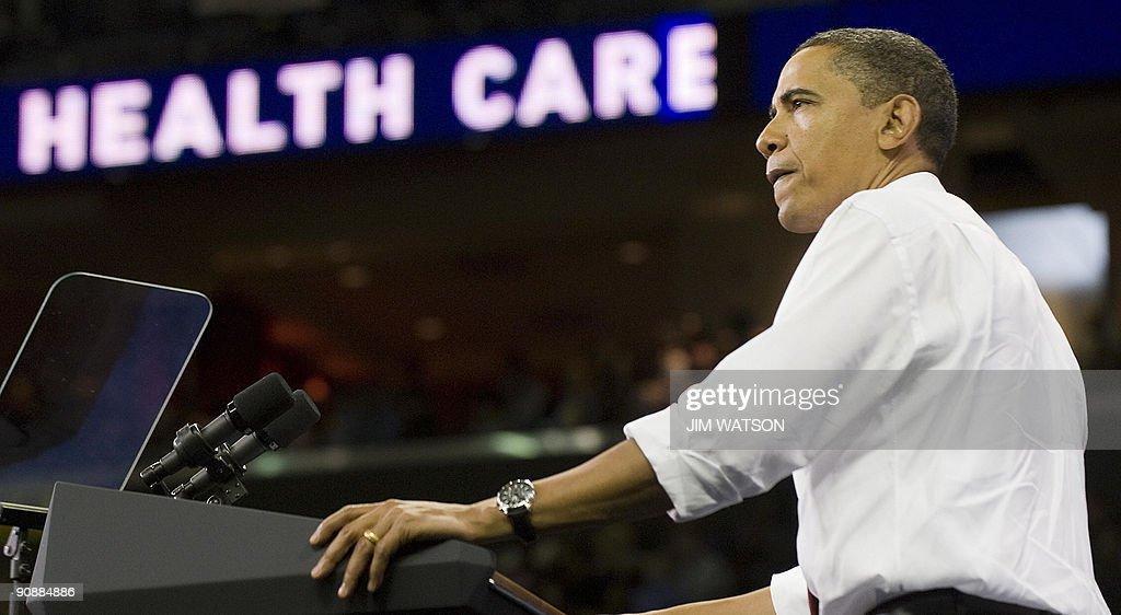 US President Barack Obama delivers remar : News Photo