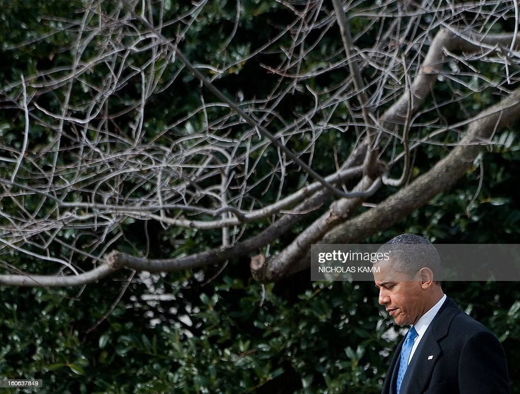 US President Barack Obama departs the White House in Washington,DC on February 4, 2013. Obama travels to Minneapolis to tout his gun control proposals. AFP PHOTO/Nicholas KAMM