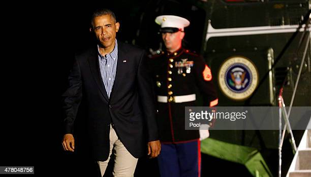 US President Barack Obama disembarks from Marine One while returning to the White House June 21 2015 in Washington DC Obama is returning from a trip...