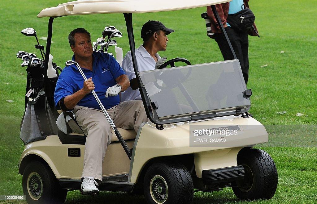 US President Barack Obama drives a golf : News Photo
