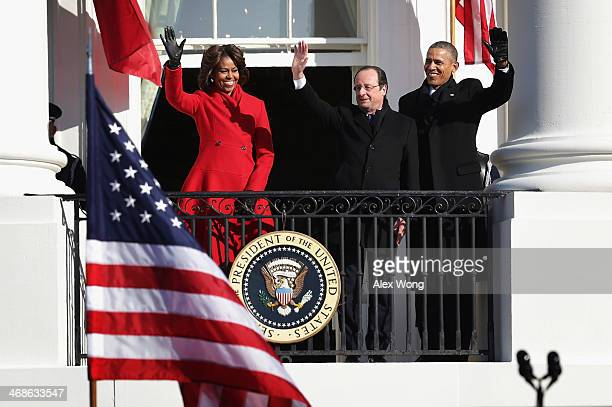 S President Barack Obama first lady Michelle Obama and French President François Hollande wave at the balcony of the White House during an arrival...