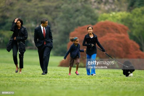 S President Barack Obama first lady Michelle Obama and his daughters Sasha and Malia introduce their new dog a Portuguese water dog named Bo to the...
