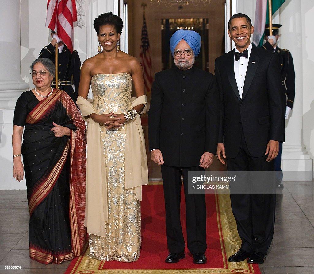 US President Barack Obama (R), First Lad : News Photo