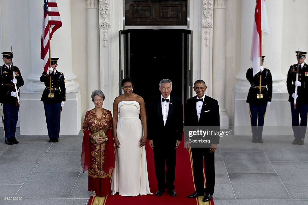 U.S. President Barack Obama, from right, Lee Hsien Loong, Singapore's prime minster, U.S. First Lady Michelle Obama and Ho Ching, wife of Lee Hsien Loong, participate in a State Dinner arrival on the North Portico of the White House in Washington, D.C., U.S., on Tuesday, Aug. 2, 2016. The occasion marks first official visit by a Singapore prime minister since 1985. Photographer: Andrew Harrer/Bloomberg via Getty Images