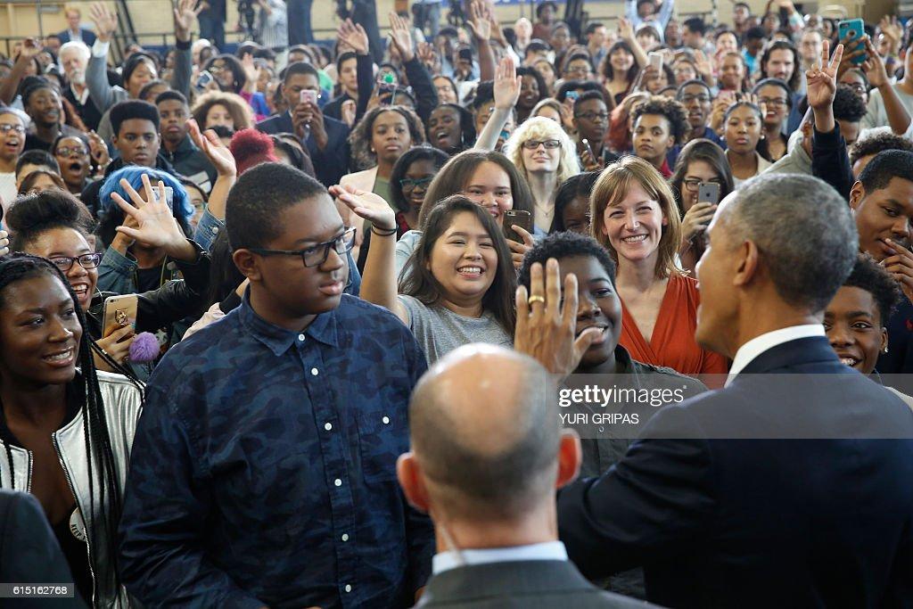 US President Barack Obama greets students after delivering remarks on education at Benjamin Banneker Academic High School in Washington,DC on October 17, 2016. / AFP / YURI