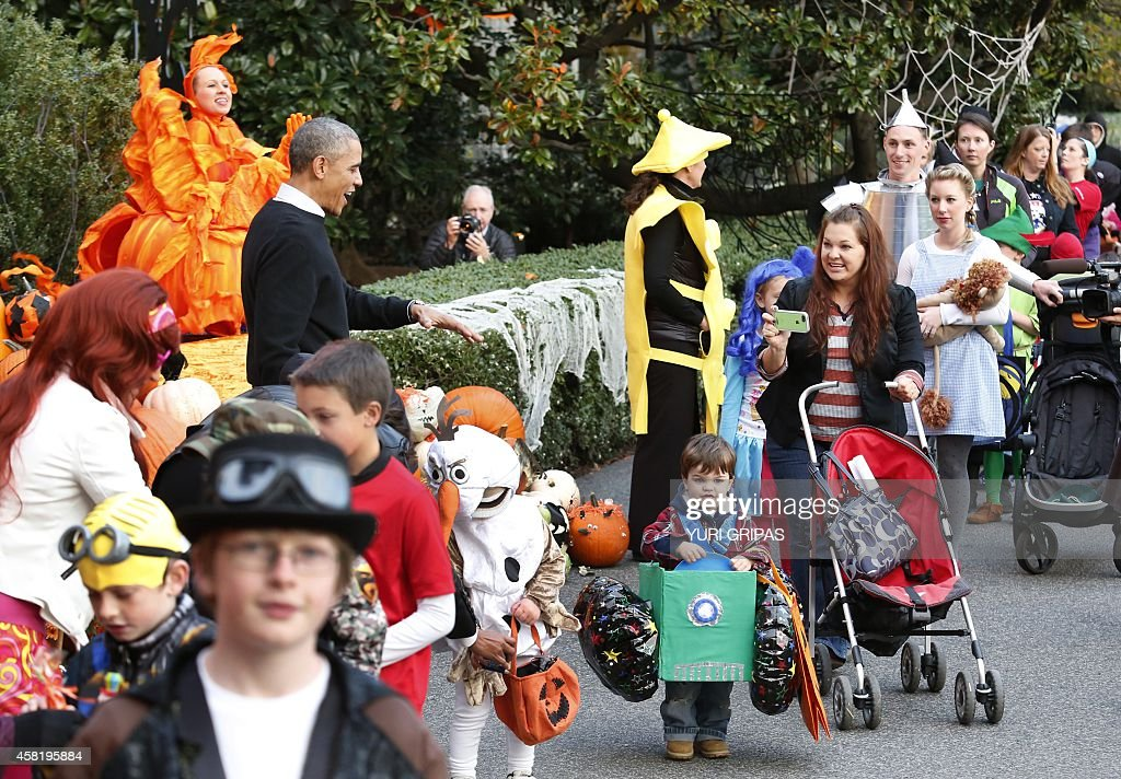 US President Barack Obama greets trick-or-treaters at the White ...