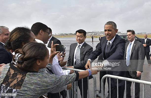 US President Barack Obama greets wellwishers upon arrival at Tampa International Airport in Tampa Florida on December 6 2016 / AFP / Mandel Ngan