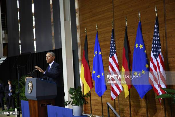 US President Barack Obama holds his keynote speech in the presence of the German Chancellor on 25 April 2016 at Hanover Fair