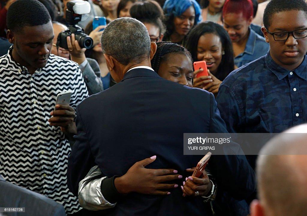 US President Barack Obama hugs a student after delivering remarks on education at Benjamin Banneker Academic High School in Washington,DC on October 17, 2016. / AFP / YURI