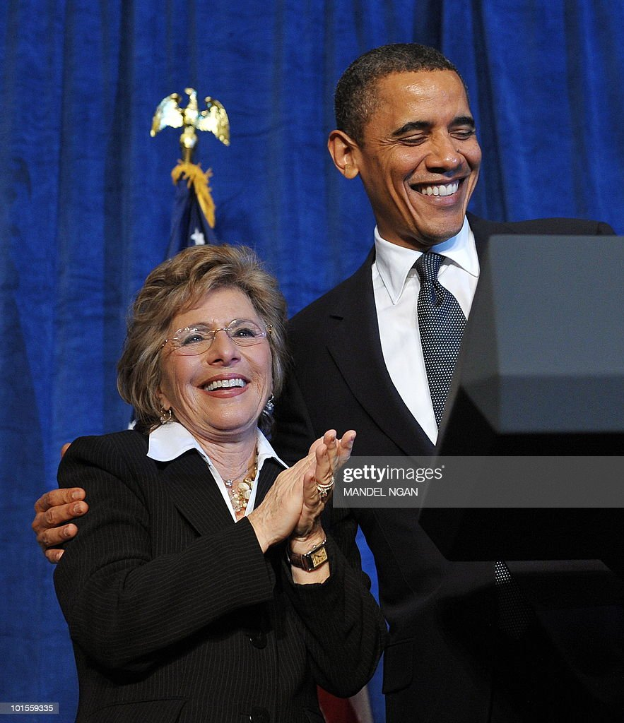 US President Barack Obama hugs Senator Barbara Boxer at a fundraiser for Boxer (L) and the Democratic Senatorial Campaign Committee May 25, 2010 at the Fairmont Hotel in San Francisco. AFP PHOTO/Mandel NGAN