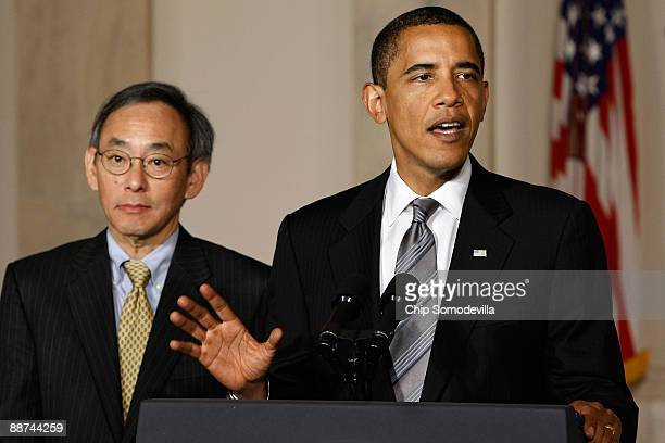 S President Barack Obama is joined by Energy Secretary Steven Chu to announce a new federal energy efficiency plan at the White House June 29 2009 in...