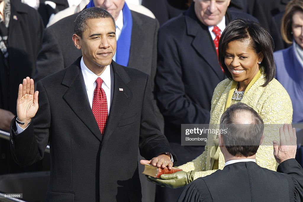 U.S. President Barack Obama, left, is sworn in as wife Miche : News Photo