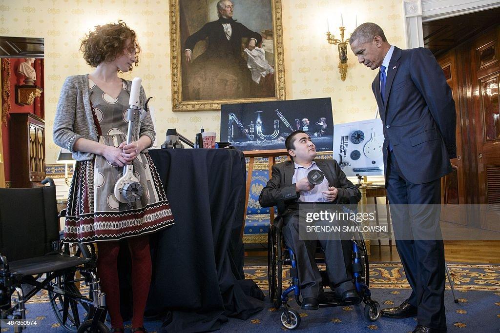 US-POLITICS-OBAMA-SCIENCE FAIR : News Photo