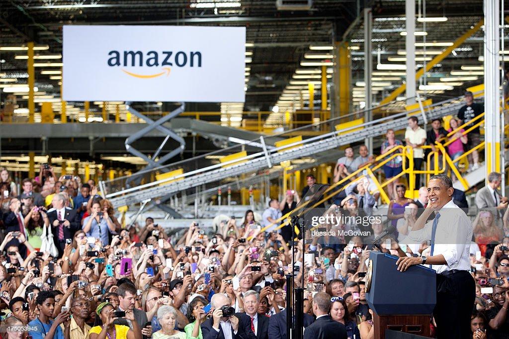 President Obama Makes Economic Policy Speech At An Amazon Fulfillment Center : News Photo