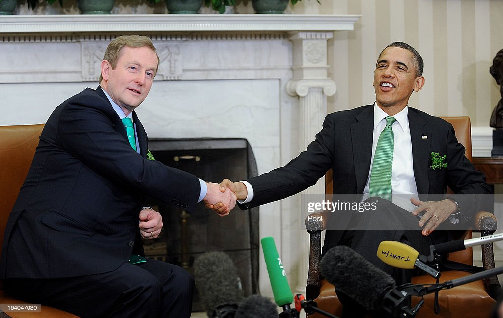 U.S. President Barack Obama (R) meets with Irish Prime Minister Enda Kenny in the Oval Office of the White House March 19, 2013 in Washington, DC. Later in the day Kenny will have lunch at the U.S. Capitol with the Friends of Ireland.