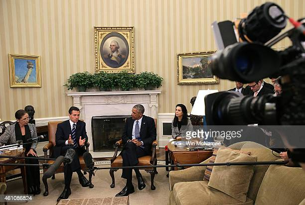 S President Barack Obama meets with Mexican President Enrique Pena Nieto in the Oval Office of the White House January 6 2015 in Washington DC The...
