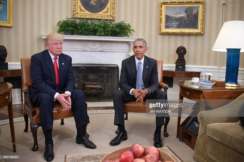 US President Barack Obama meets with President-elect Donald Trump to update him on transition planning in the Oval Office at the White House on November 10, 2016 in Washington,DC. / AFP / JIM