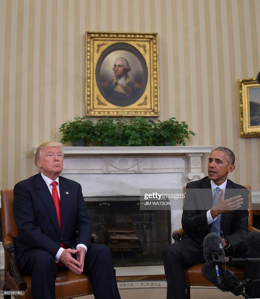 US President Barack Obama meets with Republican President-elect Donald Trump on transition planning in the Oval Office at the White House on November 10, 2016 in Washington,DC. / AFP / JIM