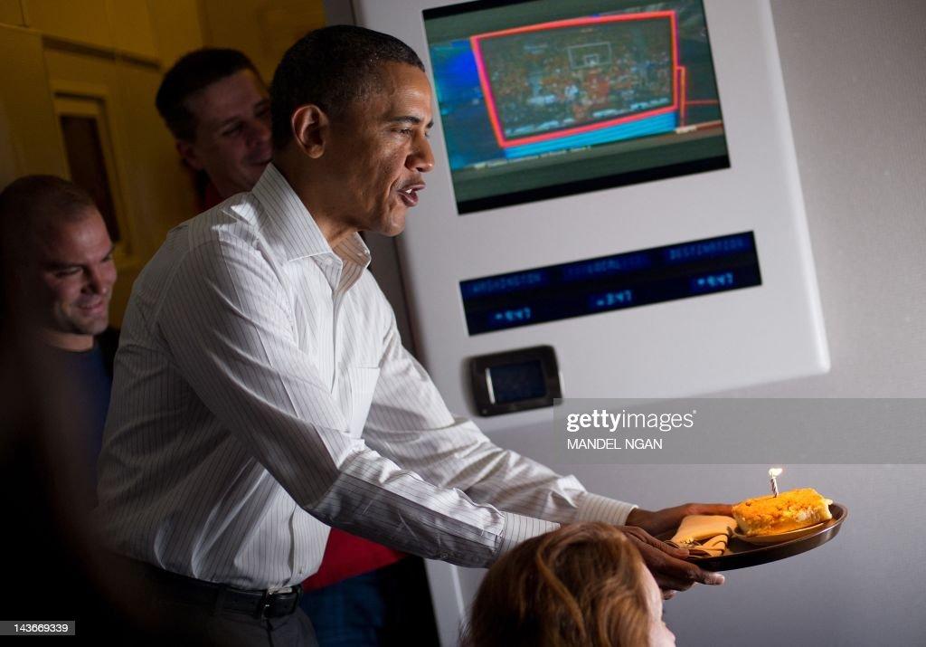 Enjoyable Us President Barack Obama Offers A Birthday Cake To A Reporter Funny Birthday Cards Online Inifodamsfinfo