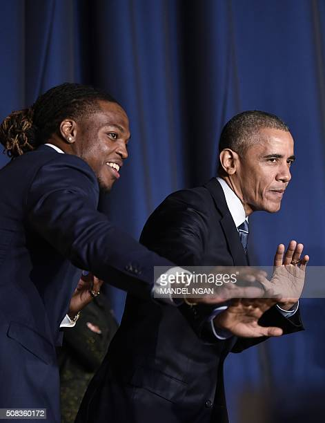 US President Barack Obama poses with University of Alabama football player and Heisman Trophy winner Derrick Henry at the National Prayer Breakfast...