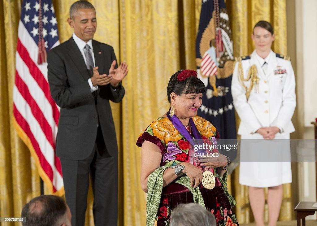 US-POLITICS-OBAMA-ARTS-MEDAL : News Photo