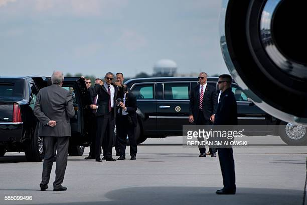 US President Barack Obama puts on his suit jacket before boarding Air Force One at HartsfieldJackson Atlanta International Airport August 1 2016 in...