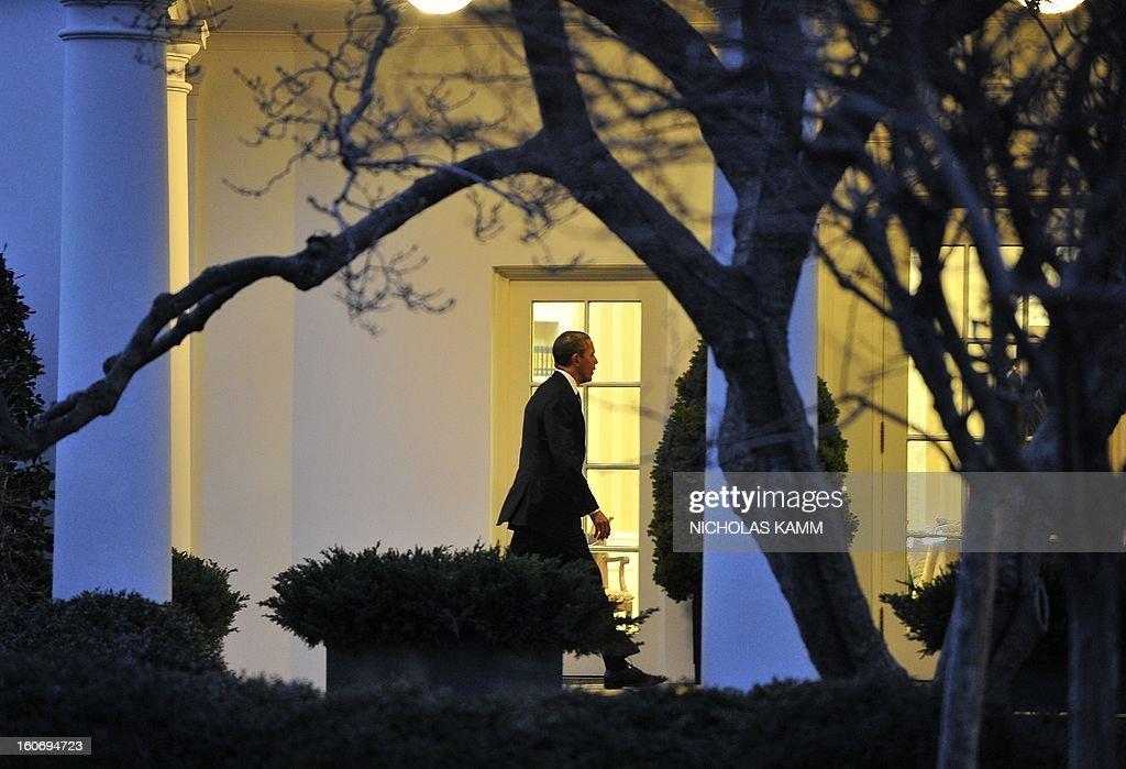 US President Barack Obama returns to the White House in Washington on February 4, 2013. Obama traveled to Minneapolis to tout his gun control proposals. AFP PHOTO/Nicholas KAMM
