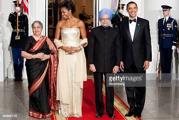 President Barack Obama, right, and U.S. First Lady Michele Obama, second from left, greet Manmohan Singh, India's prime minister, second from right,...