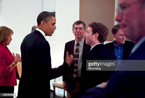 US President Barack Obama second from left meets with technology industry executives from left Carol Bartz chief executive officer of Yahoo Inc...