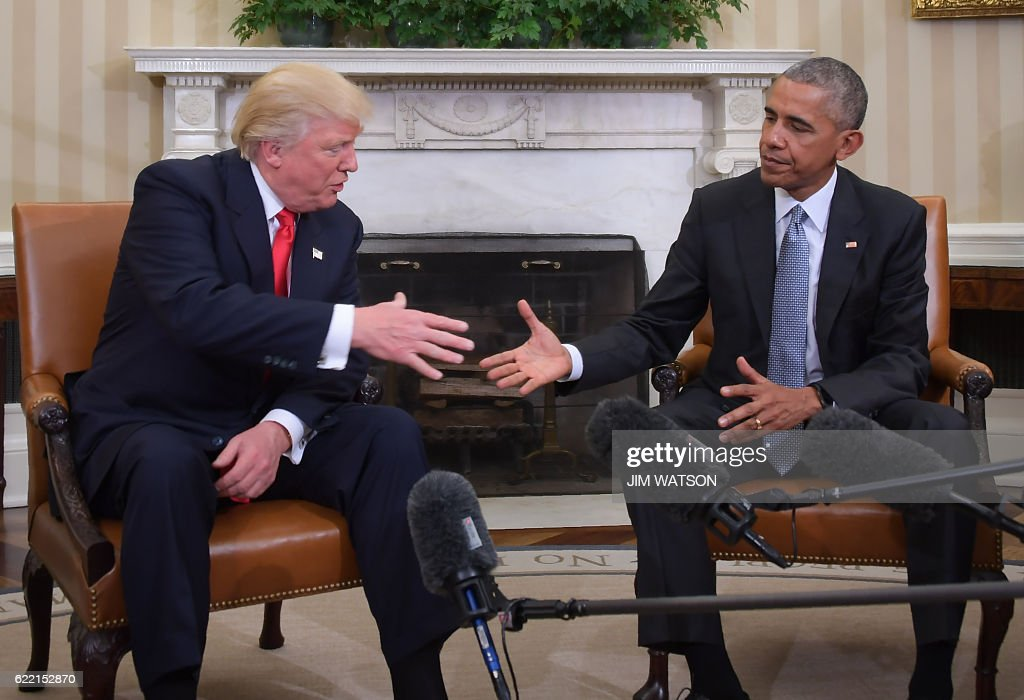 US President Barack Obama shakes hands as he meets with Republican President-elect Donald Trump on transition planning in the Oval Office at the White House on November 10, 2016 in Washington,DC. / AFP / JIM