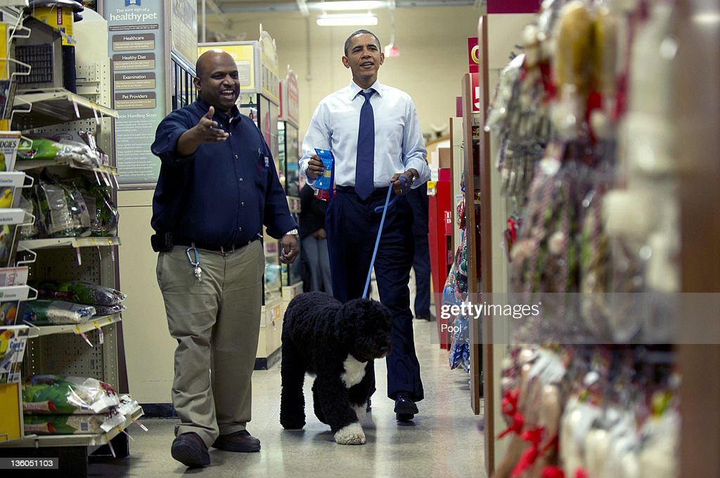 U.S. President Barack Obama (R) shops for Christmas presents with his dog Bo at Petsmart on December 21, 2011 in Alexandria, Virginia. President Obama called on House Speaker Rep. John A. Boehner (R-OH) on to urge him again to allow a vote on a Senate-passed measure that would extend a payroll tax holiday for two months.
