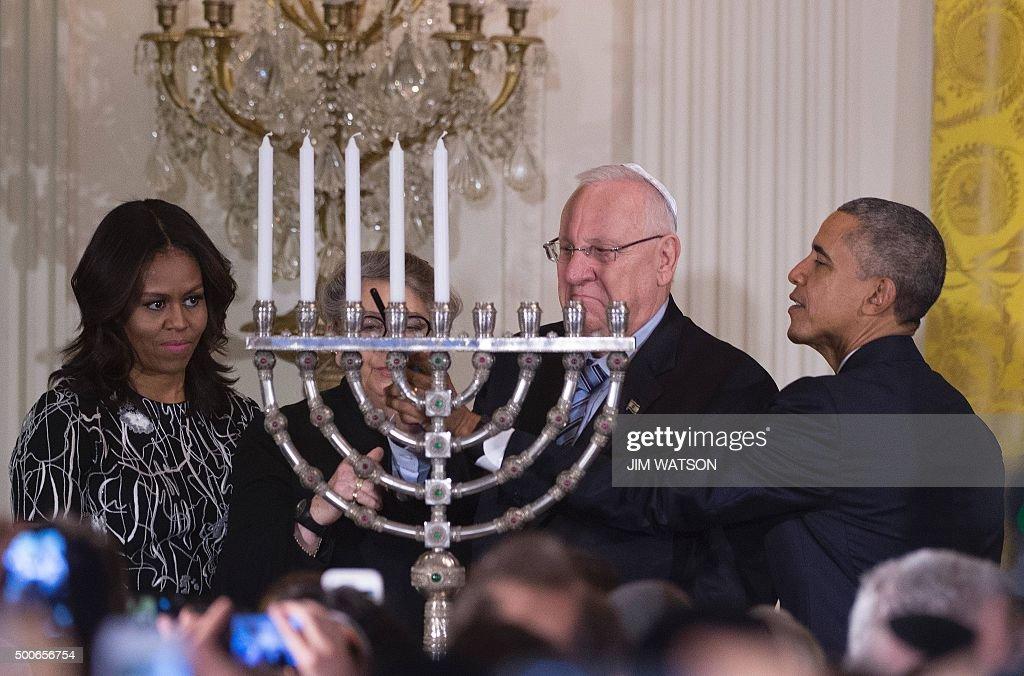 US President Barack Obama (R) shows Israeli President Reuven Rivlin (C) how  sc 1 st  Getty Images & President Obama Hosts Hanukkah Reception At The White House Photos ... azcodes.com