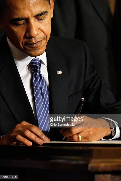 S President Barack Obama signs an Executive Order reversing the US government�s ban on funding stemcell research during a ceremony in the East Room...
