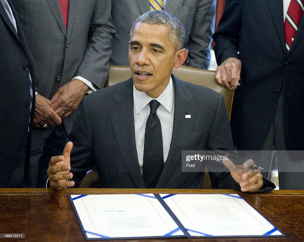barak obama oval office golds. President Barack Obama Signs H.R. 685 In The Oval Office At White House On May Barak Golds R