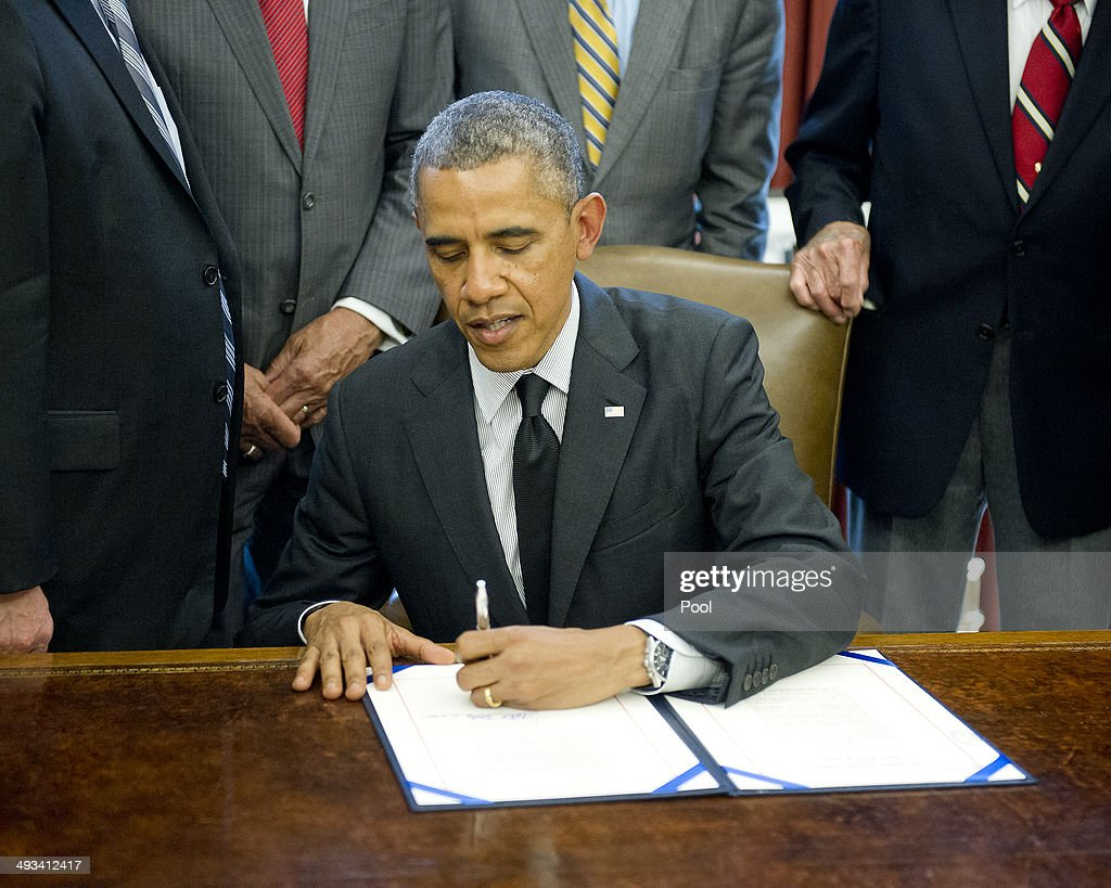 barak obama oval office golds. President Barack Obama Signs H.R. 685 In The Oval Office At White House On May Barak Golds K