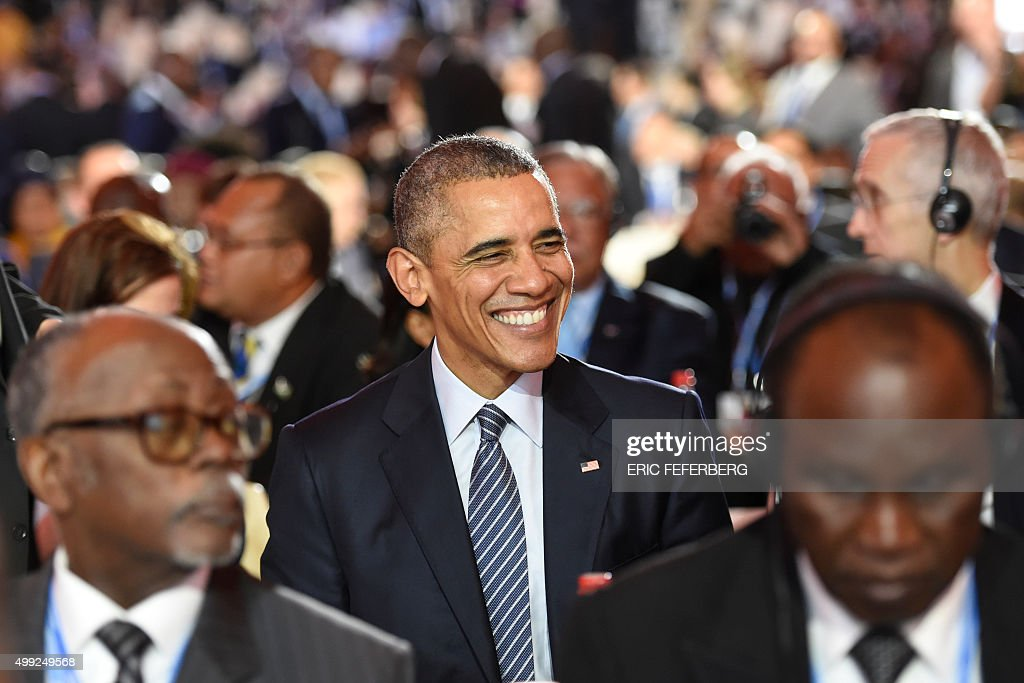 US President Barack Obama (C) smiles during the inaugural session of the COP 21 United Nations conference on climate change, on November 30, 2015 at Le Bourget, on the outskirts of the French capital Paris. More than 150 world leaders are meeting under heightened security, for the 21st Session of the Conference of the Parties to the United Nations Framework Convention on Climate Change (COP21/CMP11), also known as 'Paris 2015' from November 30 to December 11. / AFP / ERIC